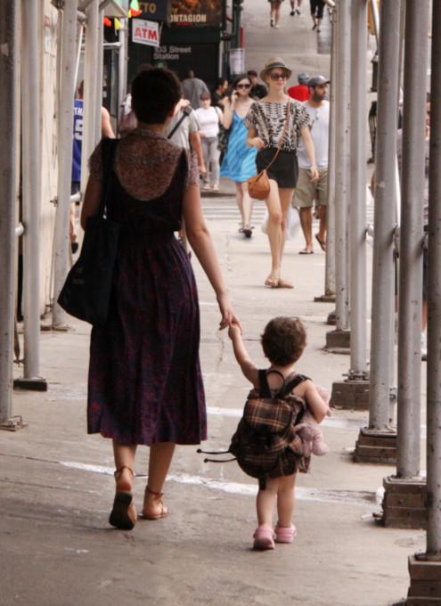 ニューヨークではお人形さんやぬいぐるみを抱っこした子ども達をよく見かけます_b0007805_333397.jpg