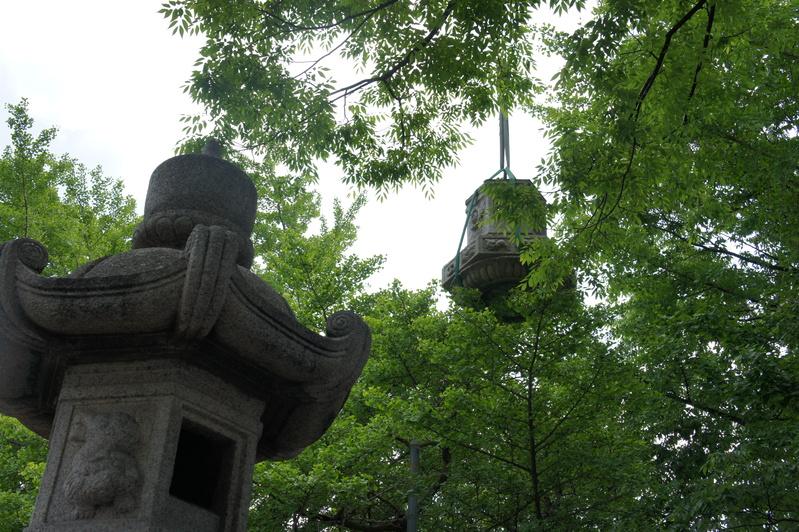浦安・豊受神社 神前燈籠改修工事  2012.5.30~31_e0223769_2014437.jpg