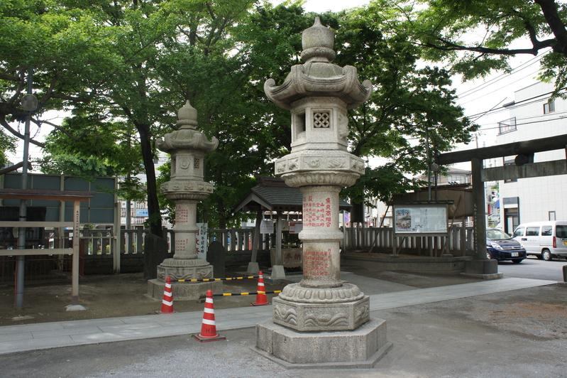 浦安・豊受神社 神前燈籠改修工事  2012.5.30~31_e0223769_2043173.jpg