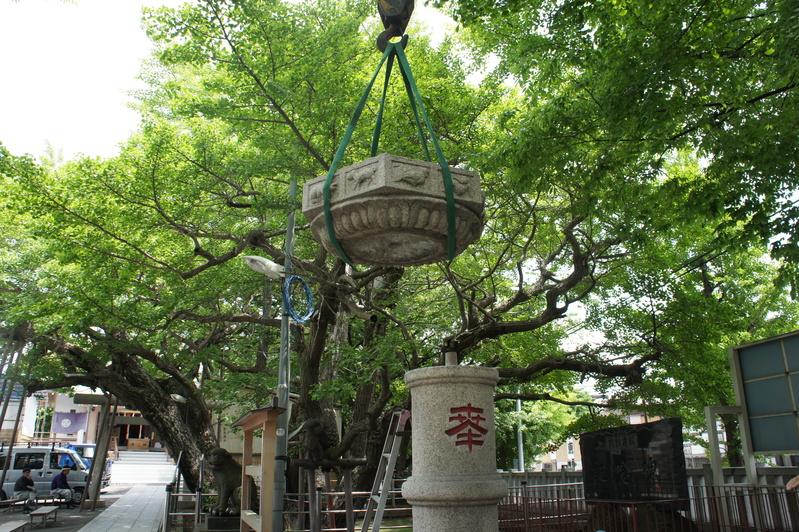 浦安・豊受神社 神前燈籠改修工事  2012.5.30~31_e0223769_2091555.jpg