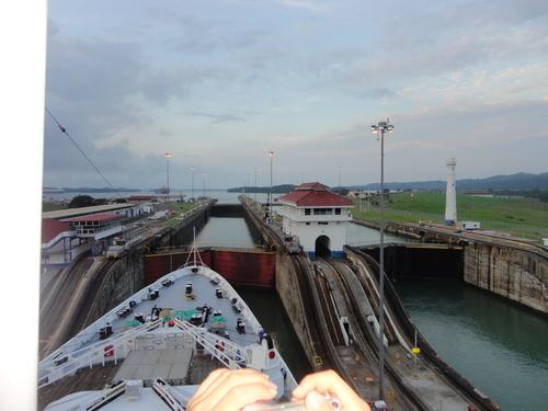 パナマ運河通航!_c0220170_9292829.jpg