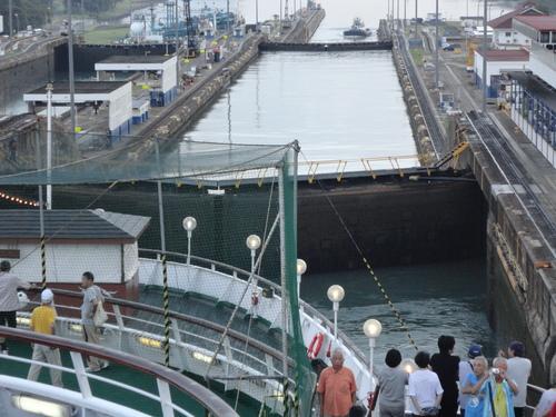 パナマ運河通航!_c0220170_9295546.jpg