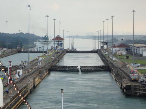 パナマ運河通航!_c0220170_93023.jpg
