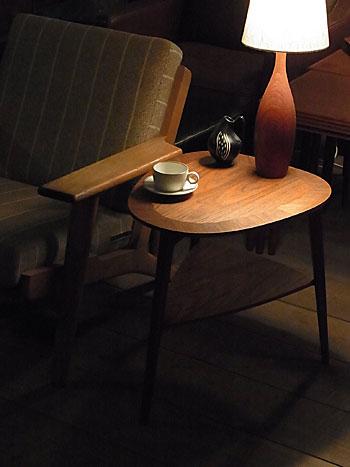 side table_c0139773_1638354.jpg