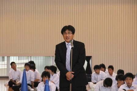 離村式は石田校長先生にご挨拶 ...