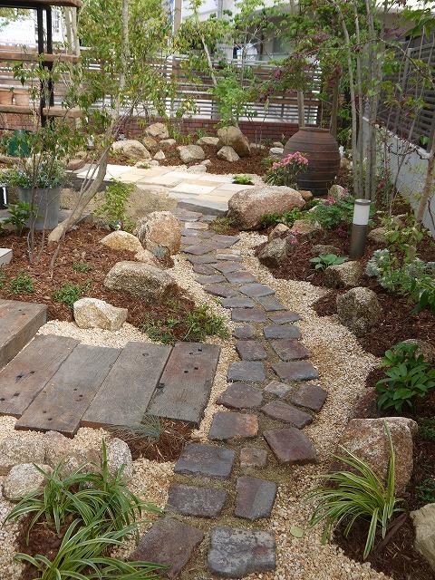 「金剛の庭」完成です!_a0233896_04853.jpg