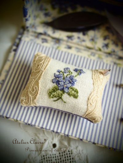 Sewingbox of violets~スミレのピンクッション~close up♪_a0157409_76071.jpg