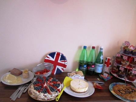 友人宅でQueen\'s Diamond jubilee Partyでした_a0138438_047814.jpg