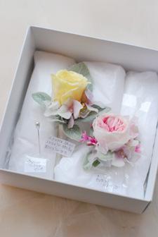 プリザーブドフラワー プレゼント お母様へのコサージュとお父様へのブートニア_a0115684_18442296.jpg