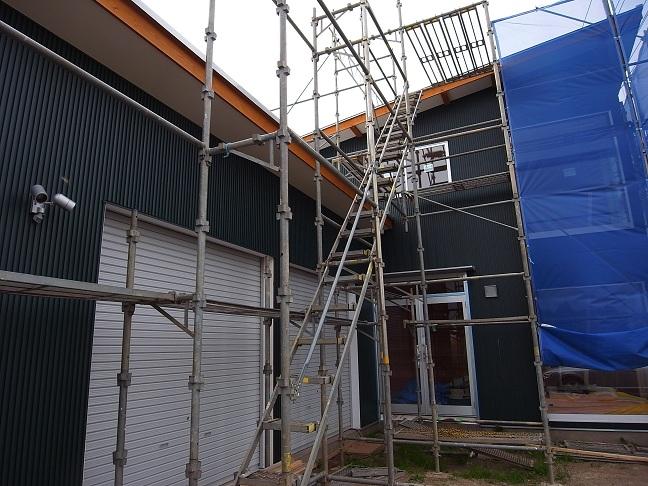 Kさんオートガレージ 外壁仕上げ 2012/6/11_a0039934_1746117.jpg