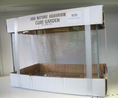 ADA20周年記念APグラスとADA・S水槽入荷!_a0193105_21103489.jpg