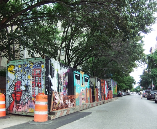 NYの古くから続く劇場街4th Street、別名「フォース・アート・ブロック」のストリート・アート_b0007805_23171986.jpg