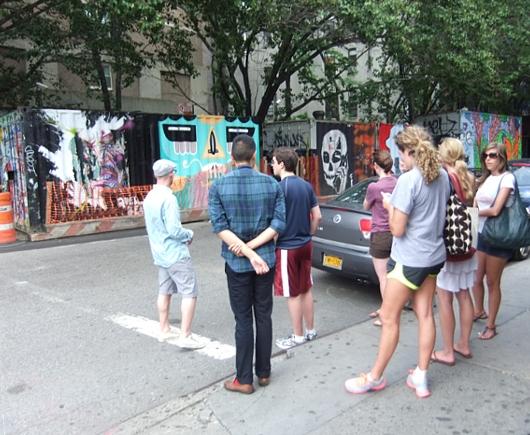 NYの古くから続く劇場街4th Street、別名「フォース・アート・ブロック」のストリート・アート_b0007805_23174383.jpg