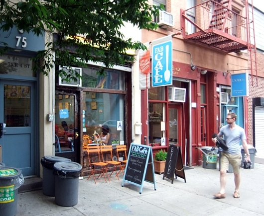 NYの古くから続く劇場街4th Street、別名「フォース・アート・ブロック」のストリート・アート_b0007805_23381629.jpg