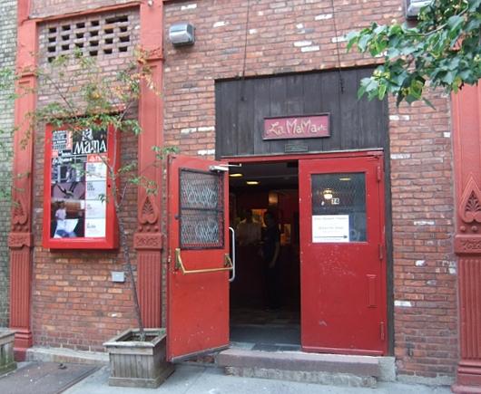 NYの古くから続く劇場街4th Street、別名「フォース・アート・ブロック」のストリート・アート_b0007805_2339545.jpg