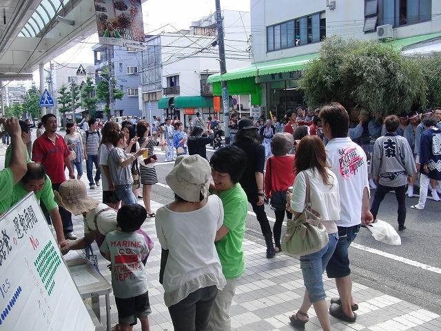 吉原の「てんのさん」で浜岡原発再稼動の是非を問う県民投票に向けた街頭署名を_f0141310_87201.jpg