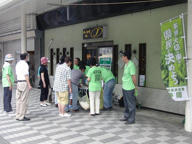 吉原の「てんのさん」で浜岡原発再稼動の是非を問う県民投票に向けた街頭署名を_f0141310_87547.jpg