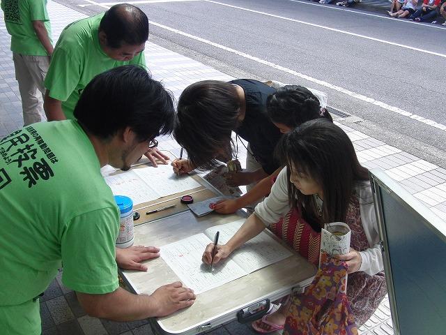 吉原の「てんのさん」で浜岡原発再稼動の是非を問う県民投票に向けた街頭署名を_f0141310_881089.jpg