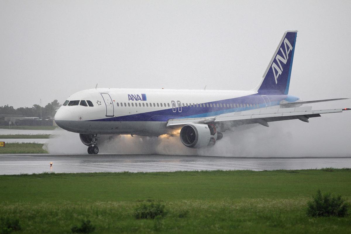 ジェット旅客機は。_b0044115_823699.jpg