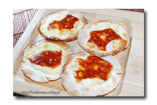 チャンジャ の ひとくちピザ ......... 余った餃子の皮を使って ☆_d0069838_10475989.jpg