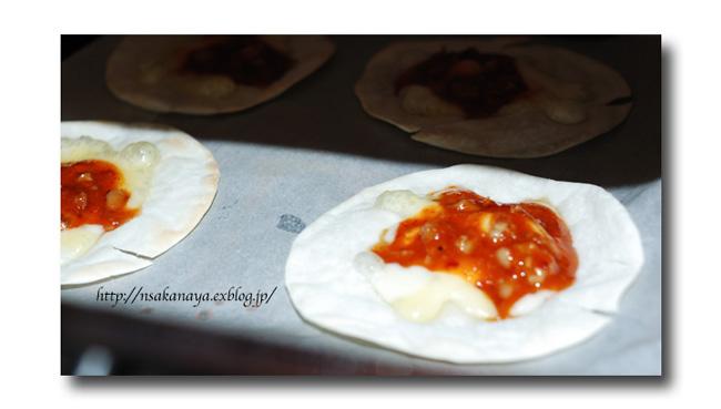 チャンジャ の ひとくちピザ ......... 余った餃子の皮を使って ☆_d0069838_10513758.jpg