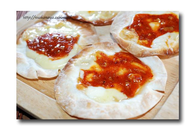 チャンジャ の ひとくちピザ ......... 余った餃子の皮を使って ☆_d0069838_10524842.jpg