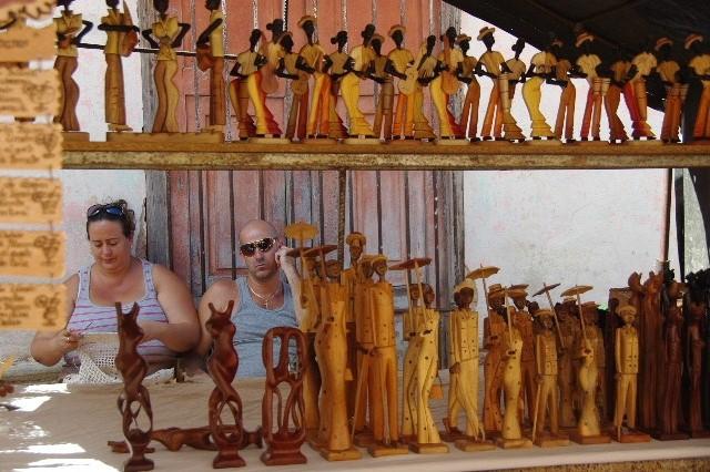 """キューバ (33) トリニダー旧市街の""""みやげ市場"""" その人々_c0011649_23372324.jpg"""