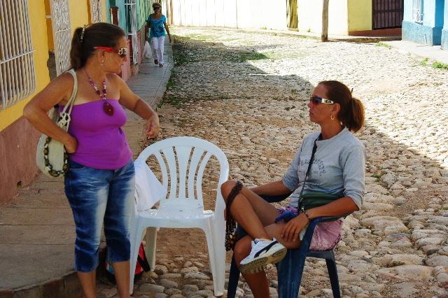 """キューバ (33) トリニダー旧市街の""""みやげ市場"""" その人々_c0011649_23375280.jpg"""
