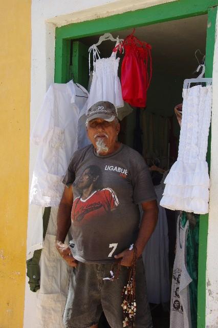 """キューバ (33) トリニダー旧市街の""""みやげ市場"""" その人々_c0011649_23381570.jpg"""
