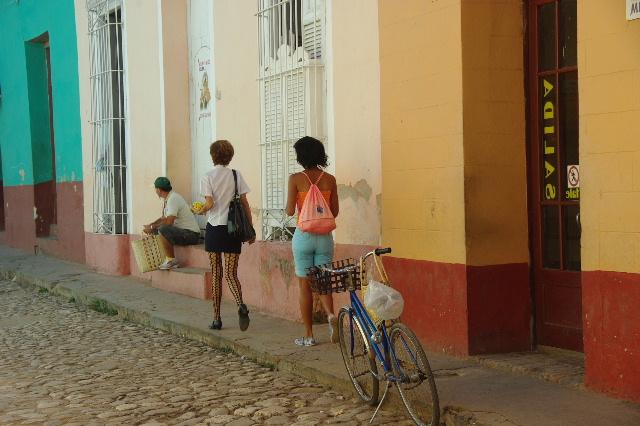 """キューバ (32) トリニダー旧市街の""""みやげ市場"""" その1_c0011649_7199100.jpg"""