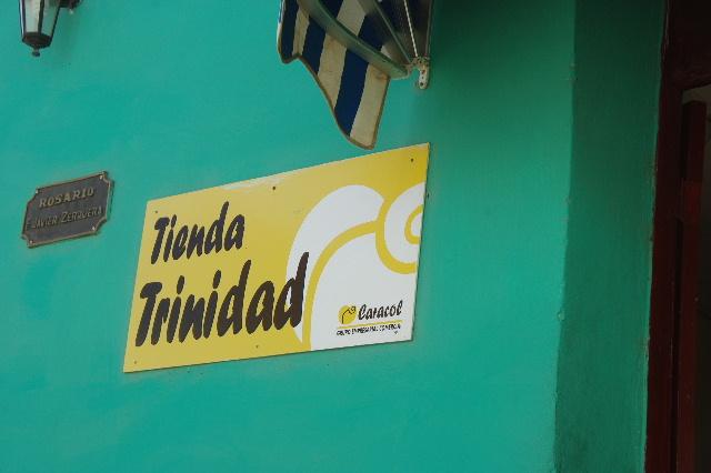 """キューバ (32) トリニダー旧市街の""""みやげ市場"""" その1_c0011649_7201553.jpg"""