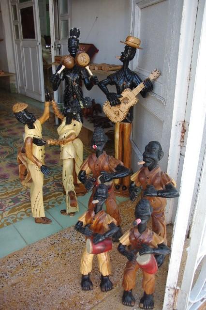 """キューバ (32) トリニダー旧市街の""""みやげ市場"""" その1_c0011649_7245930.jpg"""