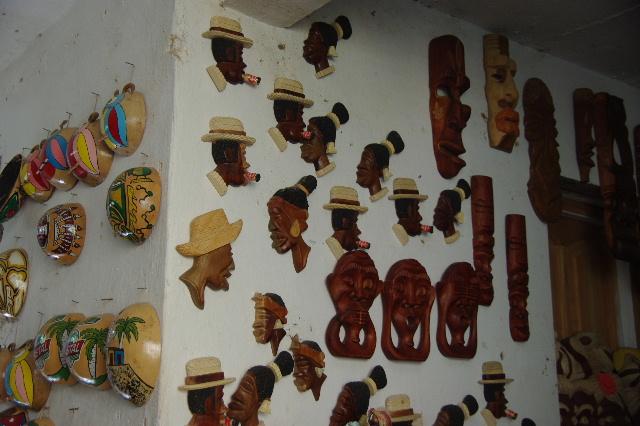 """キューバ (32) トリニダー旧市街の""""みやげ市場"""" その1_c0011649_73845.jpg"""