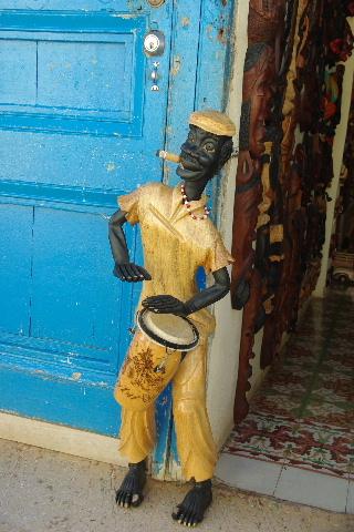 """キューバ (32) トリニダー旧市街の""""みやげ市場"""" その1_c0011649_739944.jpg"""