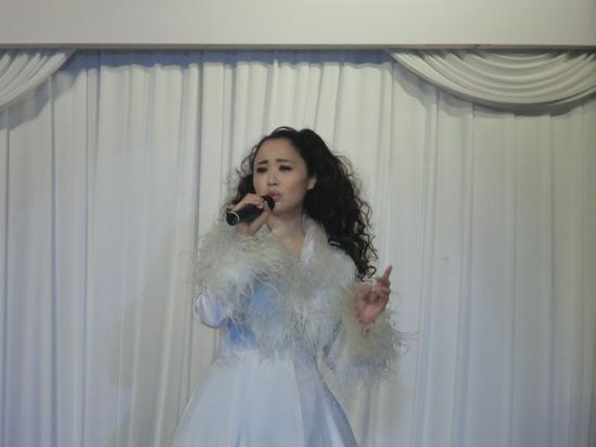 まねだ聖子ショーを見ました。_e0119092_9512179.jpg