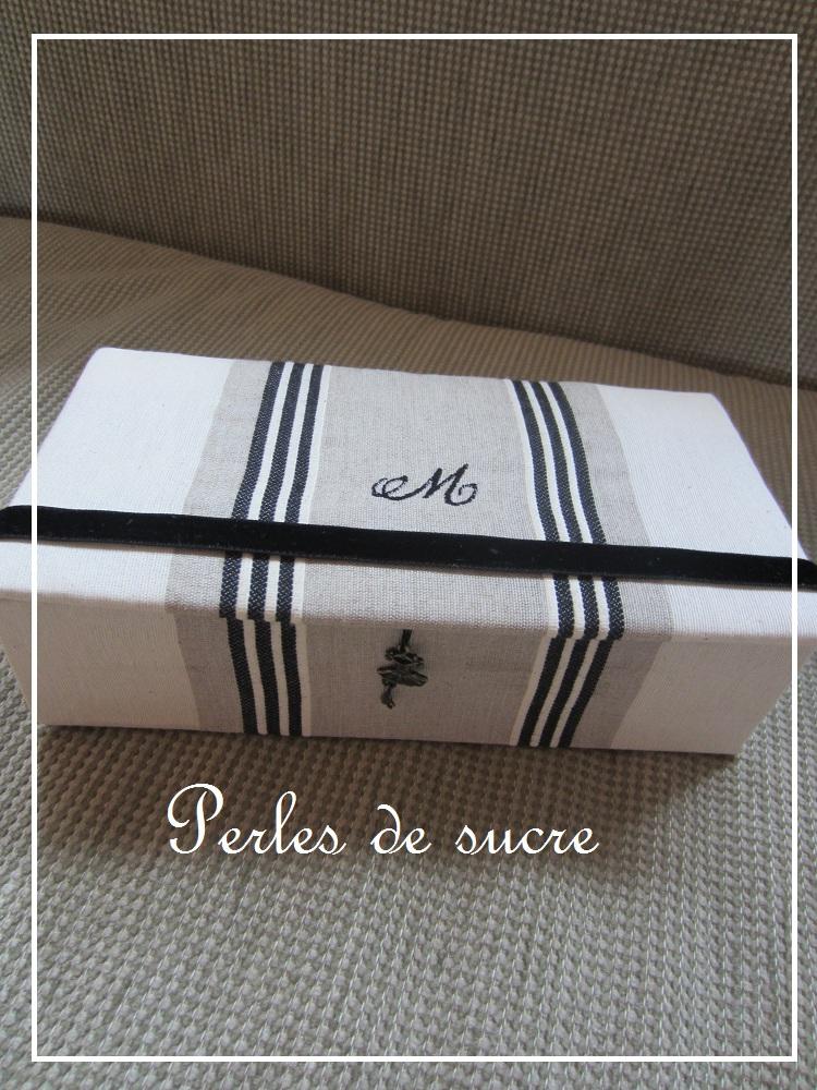 シャポーボックス 丸箱 シャルニエの箱_f0199750_22133927.jpg