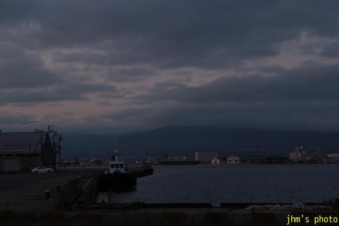 大町と弁天町の間、入舟漁港_a0158797_1303364.jpg