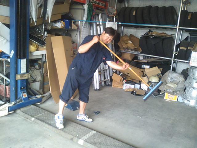 ランクルトミー札幌店(^o^)朝の掃除中_b0127002_9495686.jpg