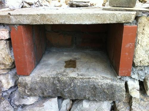 石窯、基礎ほぼ完成~アントネッロの自分で作る石窯_f0106597_23532292.jpg