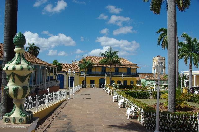 キューバ (35) トリニダー旧市街のマヨール広場_c0011649_3593764.jpg