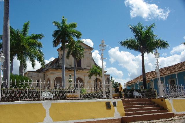 キューバ (35) トリニダー旧市街のマヨール広場_c0011649_410479.jpg