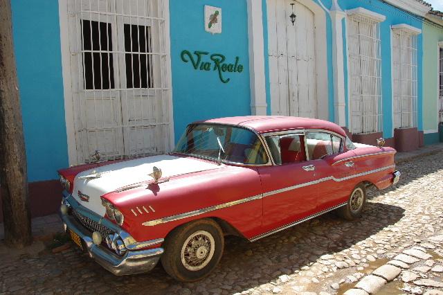キューバ (35) トリニダー旧市街のマヨール広場_c0011649_4183911.jpg