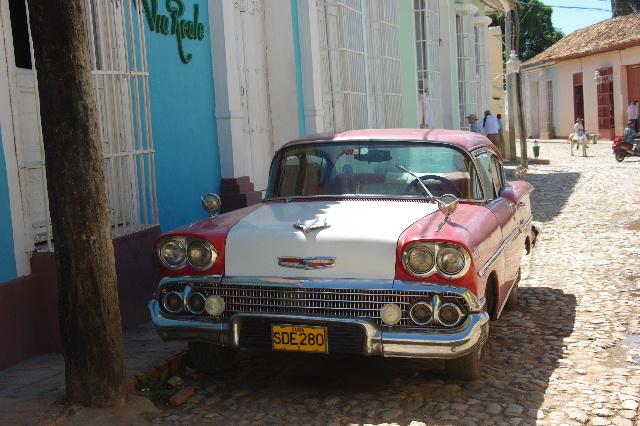 キューバ (35) トリニダー旧市街のマヨール広場_c0011649_419269.jpg