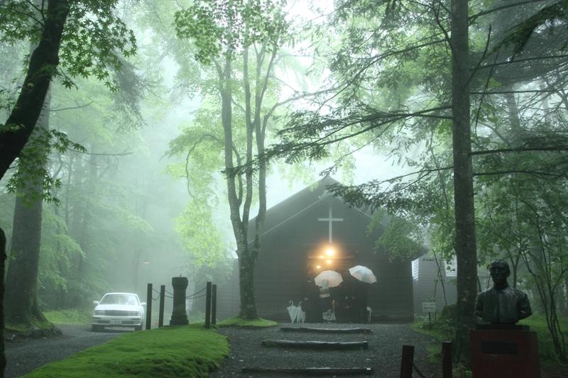 霧の日の記念礼拝堂_f0091207_2320129.jpg