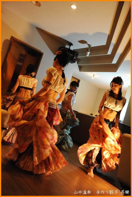 魅惑のベリーダンスショーの巻_a0041925_0162280.jpg