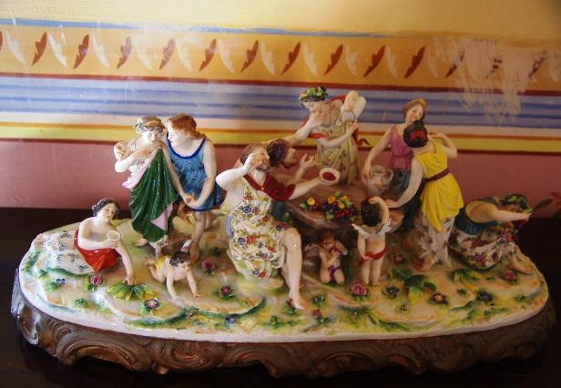 キューバ (37) トリニダー旧市街のロマンティコ博物館の調度品 _c0011649_13392243.jpg