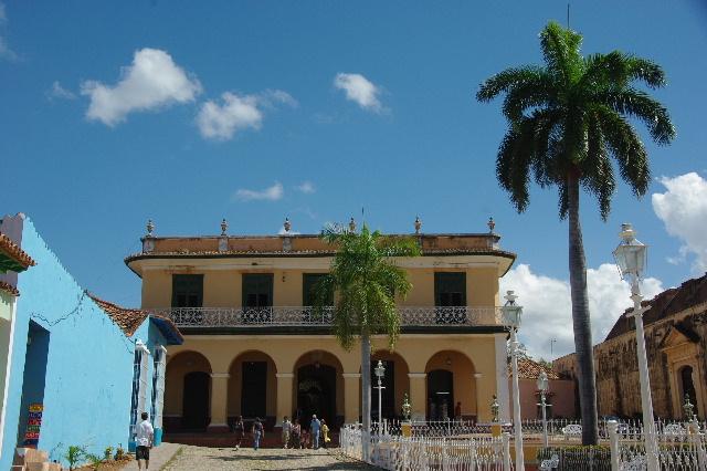 キューバ (36) トリニダー旧市街のロマンティコ博物館 _c0011649_552482.jpg