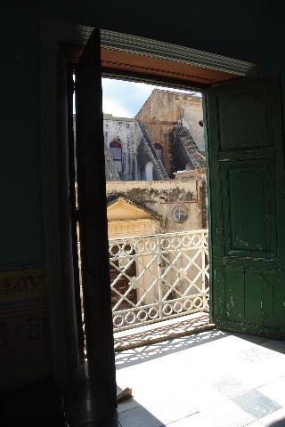 キューバ (36) トリニダー旧市街のロマンティコ博物館 _c0011649_6153742.jpg