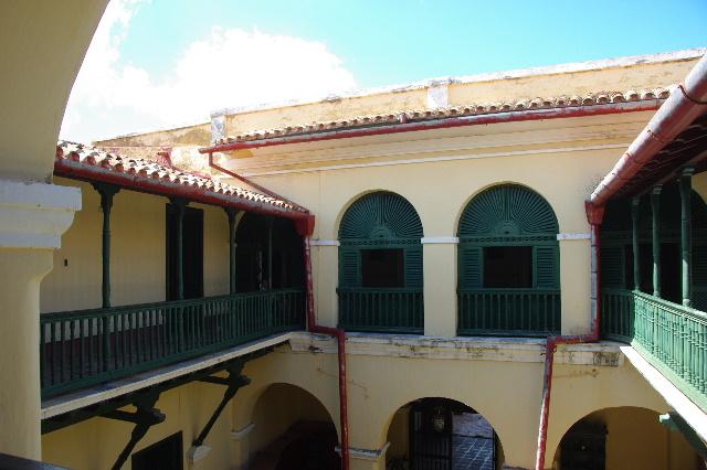 キューバ (36) トリニダー旧市街のロマンティコ博物館 _c0011649_6174874.jpg