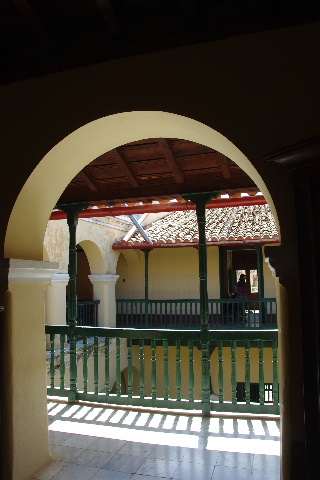 キューバ (36) トリニダー旧市街のロマンティコ博物館 _c0011649_6194225.jpg